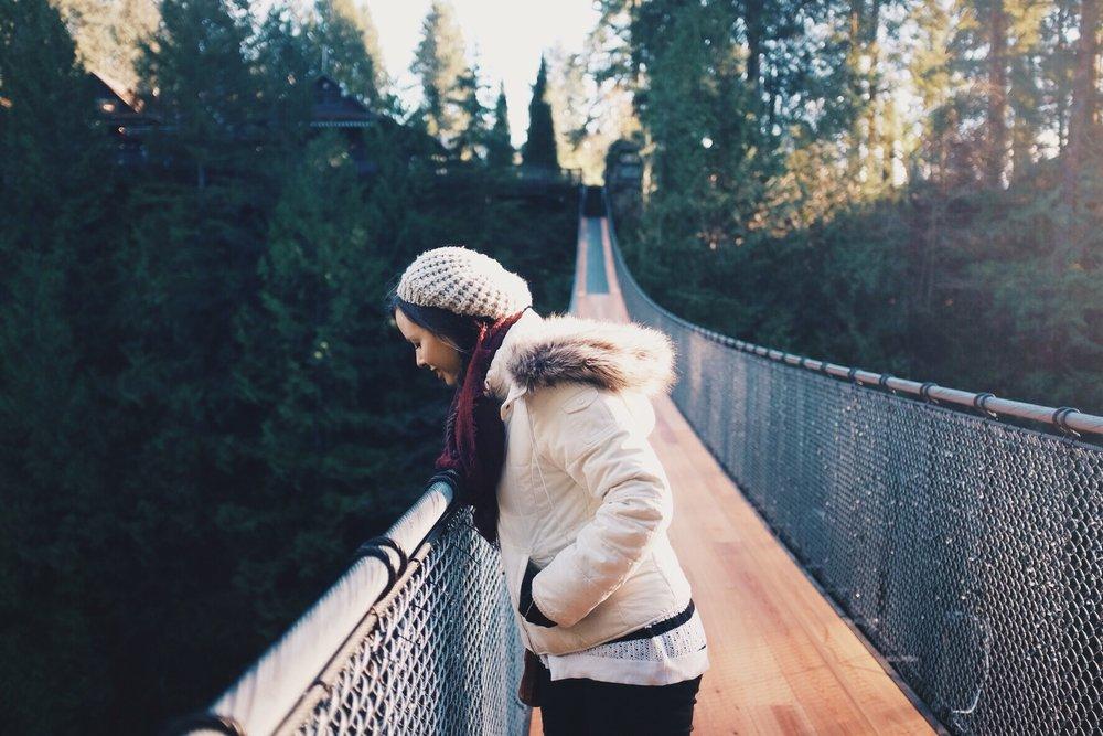 woman_puente.jpg