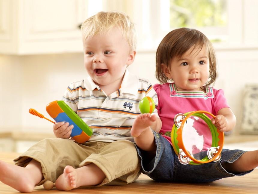 Dos-ninos-aprendiendo-a-hacer-musica.jpg