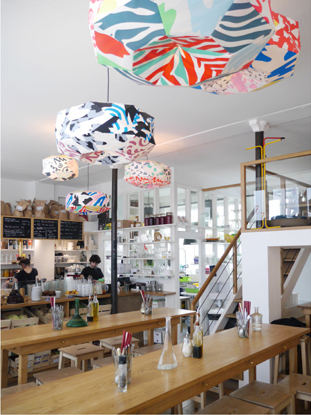 Installation de suspensions lumineuses sérigraphiées pour le restaurant Le Bichat à Paris dans le 10ème arrondissement.