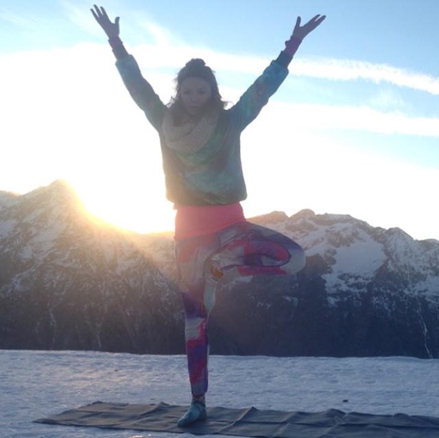 yoga-posture-arbre-ski.jpg