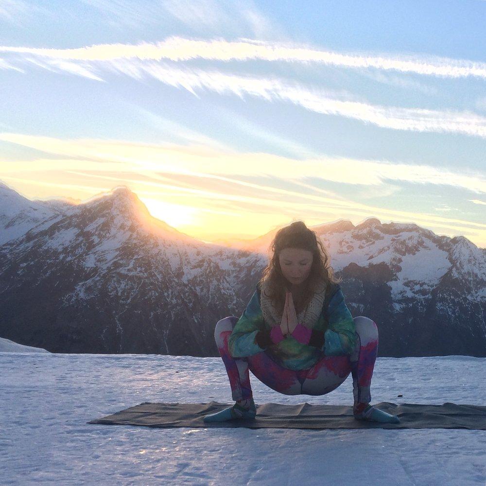 yoga-posture-ski.jpg