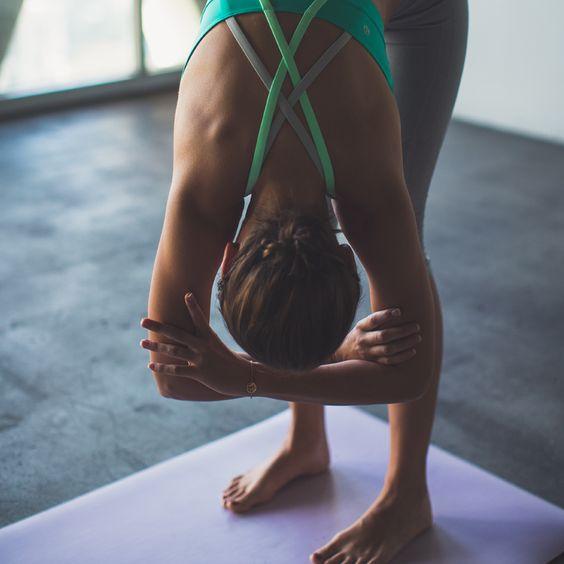 yoga-courbe-avant-ragdoll-relax