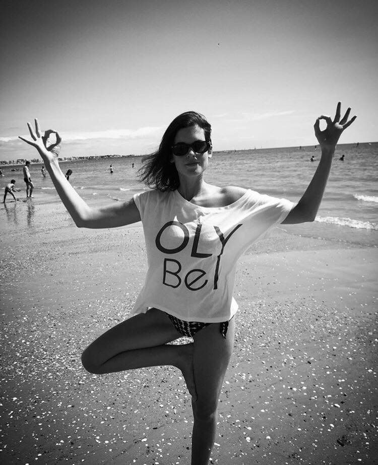 MARINE   Travaillant dans le secteur évènementiel,  Marine  découvre OLY BE sur un évènement bien-être à Paris en septembre 2016. Le concept éveille tout de suite sa curiosité ! Marine essaye donc le yoga grâce aux Community class de OLY Be. Après quelques semaines de pratique, elle découvre les bienfaits de cette pratique sur le corps et l'esprit, et devient totalement ACCRO ! Au delà du bien-être ressenti, elle apprécie la dimension humaine des cours en rencontrant les professeurs et les autres élèves à travers des échanges bienveillants et chaleureux. Dynamique et accessible, elle sera ravie de répondre à vos questions sur OLY Be et la pratique du yoga lors du prochain cours où vous la croiserez !