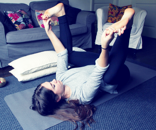 happy-baby-yoga-cocooning