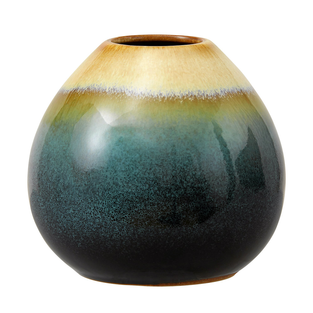 Vackert grönskimrande vas i stengods, Reactive, höjd 11 cm, 99 kr, Åhléns.
