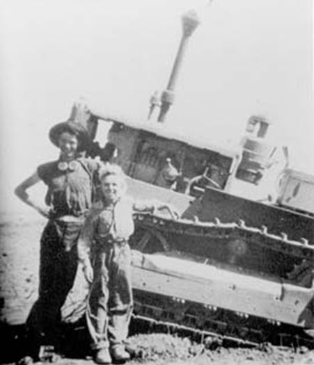 TARDUN BOYS WITH BOGGED TRACTOR.jpg