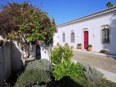 exterior-farmhouse-400x300.jpg