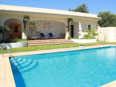 Solandra-Swimming-pool-area-400x300.jpg