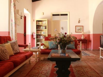 Casa-Mimosa-Livingroom-400x300.jpg