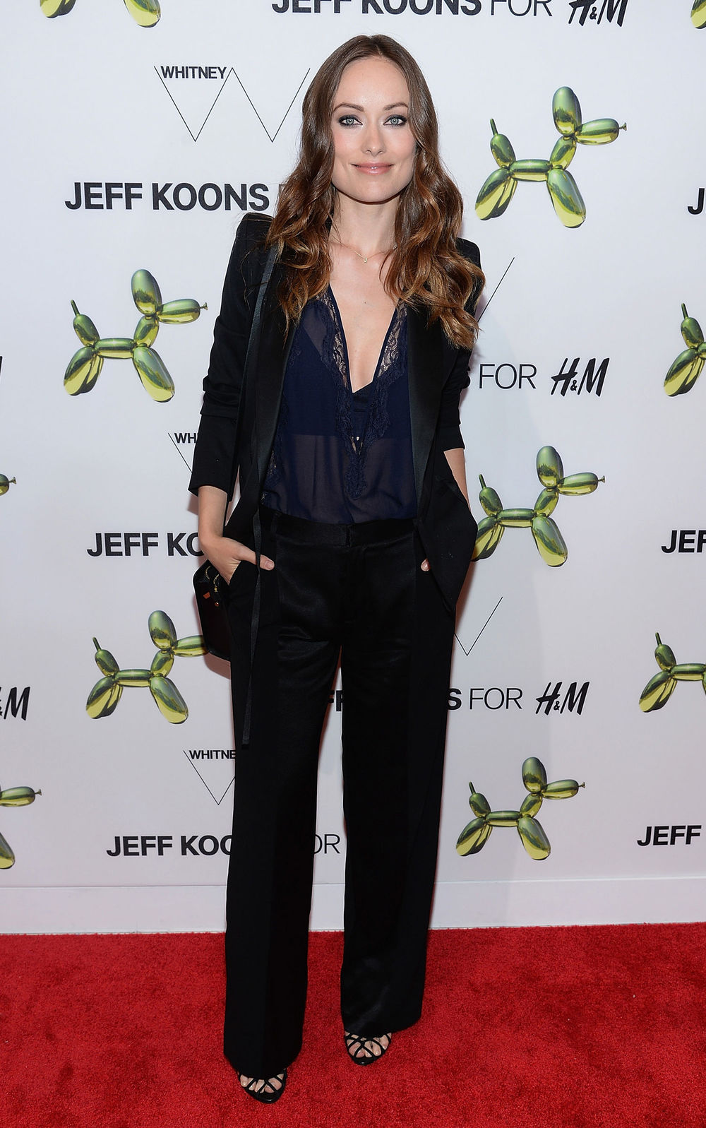 olivia-wilde-h-and-m-pantsuit-jeff-koons-bag-main.jpg