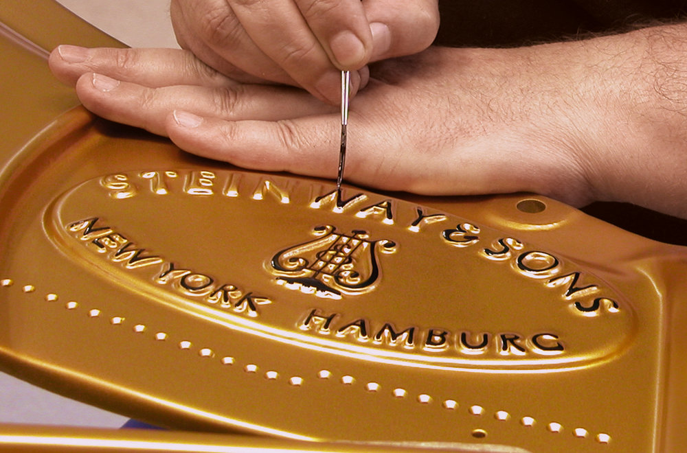Steinway & Sons, 2016: Painting of the logo.