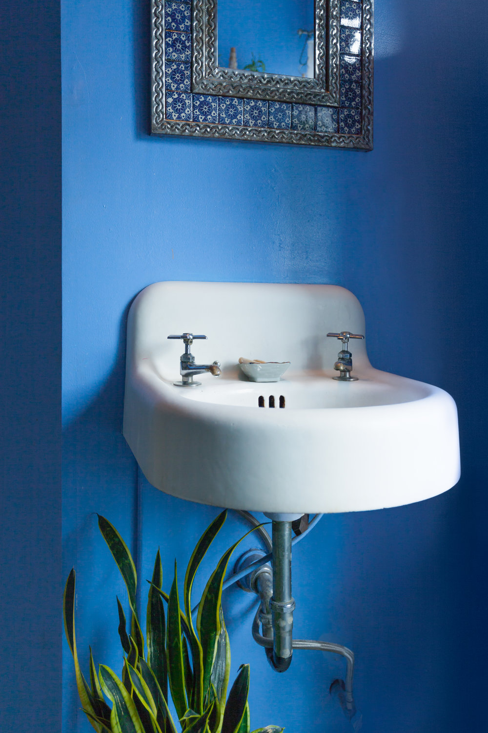 01_Bathroom_8104-Summer-Rayne-Oakes_Sink.jpg