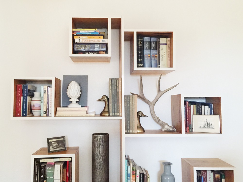 Shelfie. Lovely ceramics and rustic accents bookend a superb reading collection.