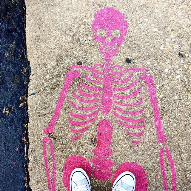 Enjoying these hot pink skeletons in Del Ray 😍 if only everything Halloween-themed was this pretty!