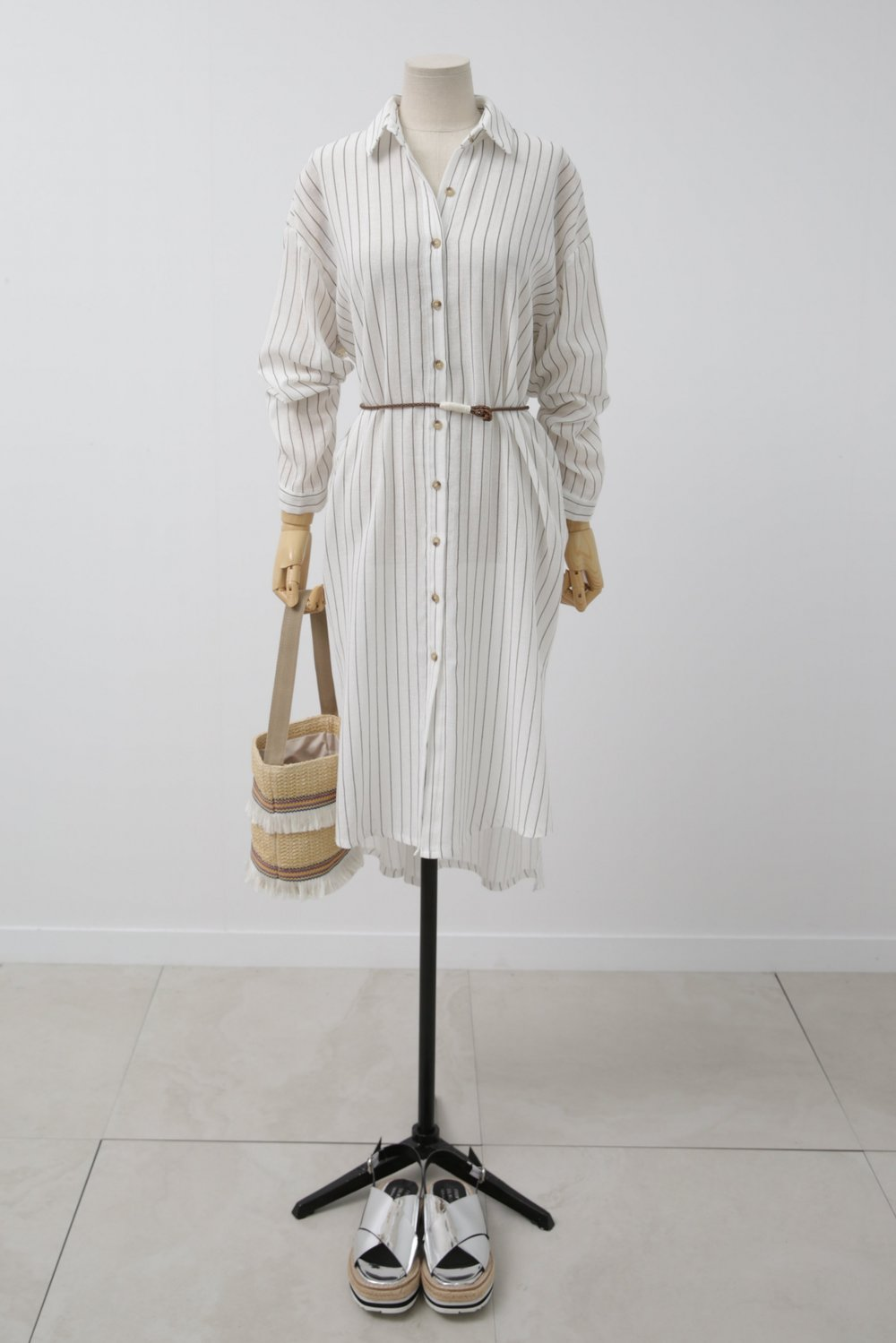 Oversized stripe shirt dress & Frilled beach bag