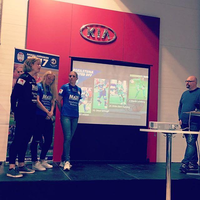 Sponsorträff i Eskilstuna m.bl landslagets Mimmi Larsson och Olivia Schough. #neveroffside #eskilstunaunited