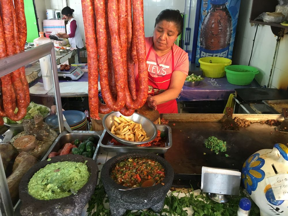 Making tacos de longaniza in Mexico City. Photo: Kiki