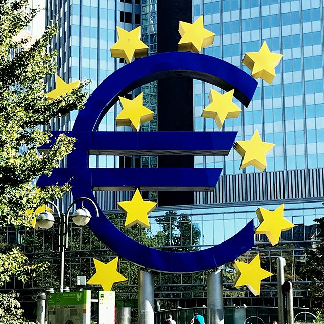 Frankfurt: #morethanjustanairport #brexitregrexit #trythehotdogs