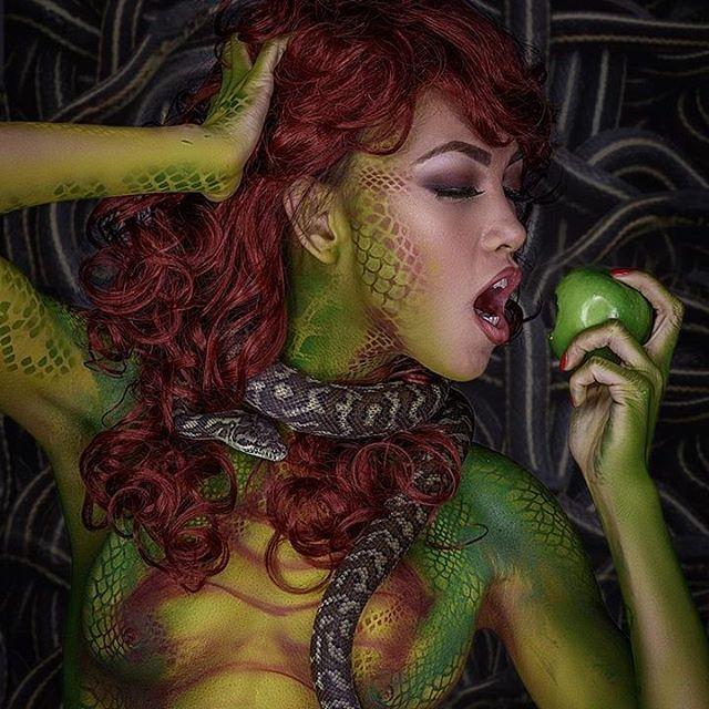 Snake body paint shoot #playboy #chicagomodel #chicagoartist #bodypaint  #diegobodyart #sexy #curvy #bodyart  #art #girl #artist #modelmayhem  #photoshoot #pets #snakes #makeupartist  #cosplay #bare #mehron  #LAartist #makeup #skinwars #cosplay #cosplayer #vscocam #photoshoot #snakemodel #igerschicago #chicagomodeling #airbrushmakeup