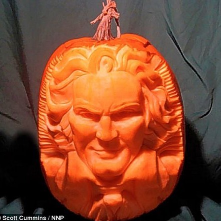 Amazing carving skills of Scott Cummins. #violin #beethoven #pumpkin #forks #Piano #Musician #flute #ClassicalMusic #Music #Composer #bach #Viola #Cello #DoubleBass #Vocalist #WoodWinds #Brass #Orchestra #Symphony #ClassicalMusic #Music #Composer #Strings #Violin #Viola #Cello #DoubleBass #Vocalist #WoodWinds #Brass #Orchestra #Symphony