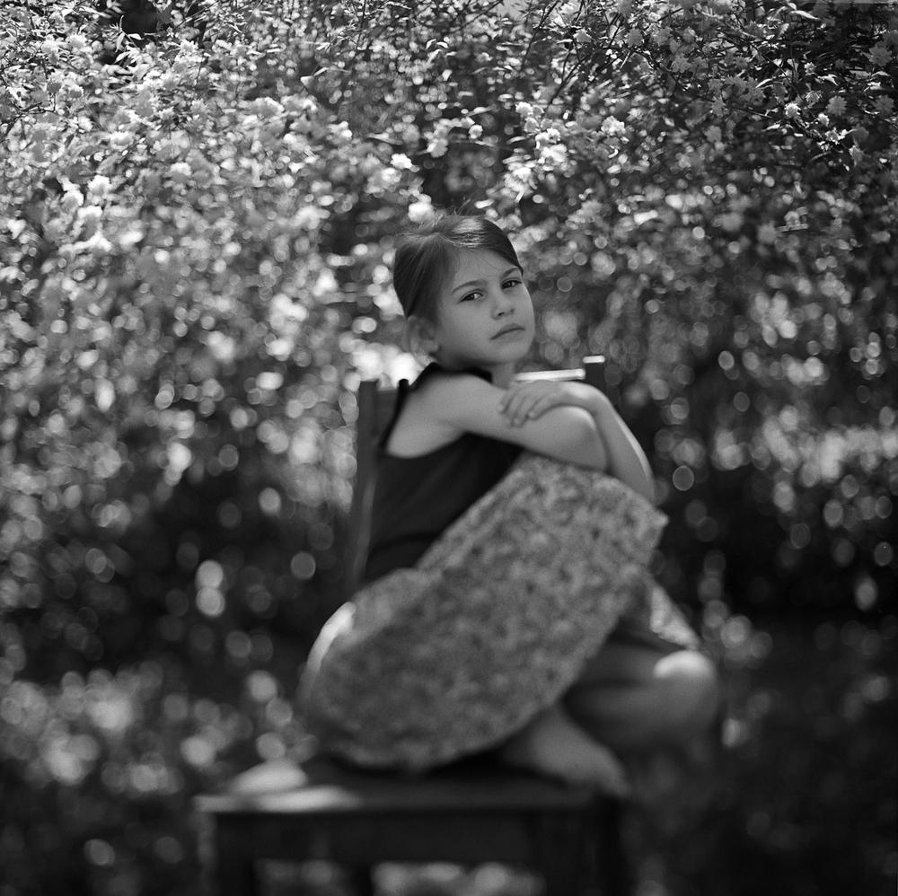 analog-portrait-kinder-fotograf aus aschaffenburg-trix400-120 rolloelfex sl 66 mittelformat-kunstvolle fotografie.jpg