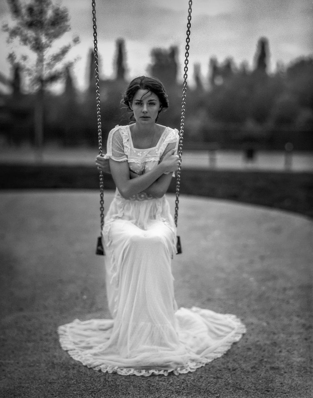 4x5 speed graflex grossformat aero ektar 7  schaukel hochzeitskleid wedding georg schmidt fotograf aus aschaffenburg analog film trix 320.jpg