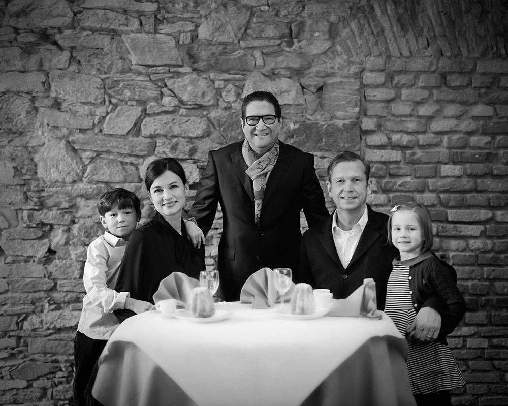 georg schmidt fotograf aus aschaffenburg analog 4x5 großformat fine art kodak trix 400 unternehmerprotraits familienportraits-website-.jpg