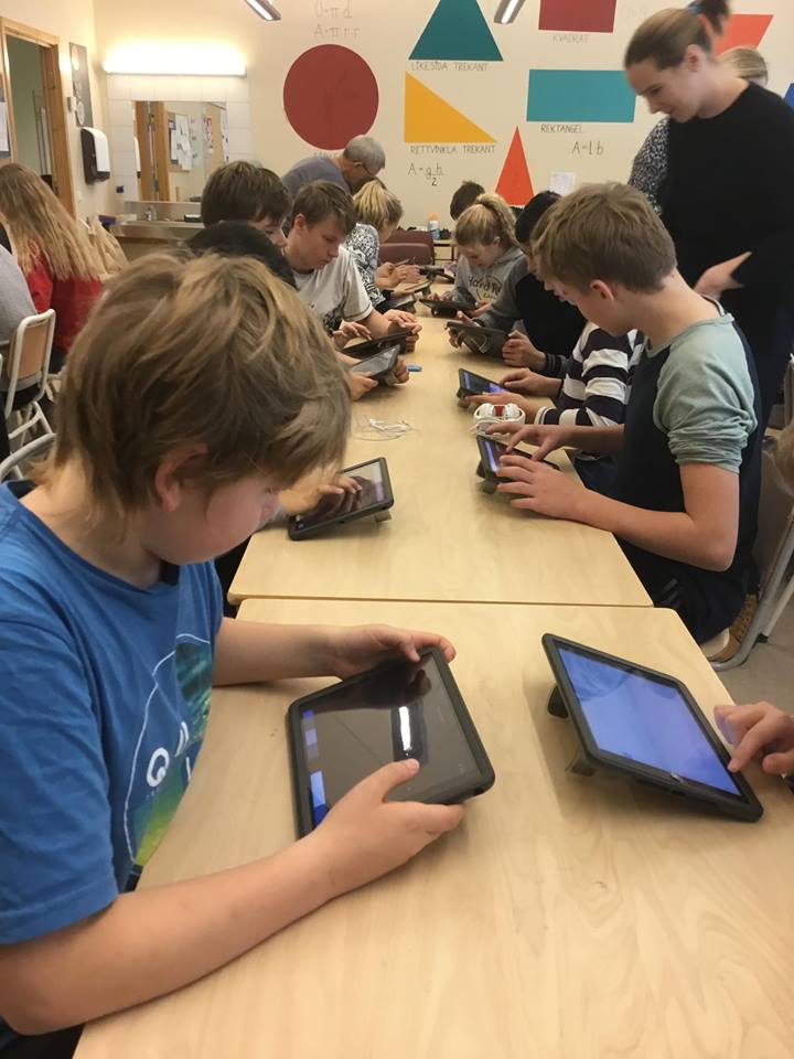 Check out Ms. Bråten from Barhaug Skole and her students working hard on Showbie!