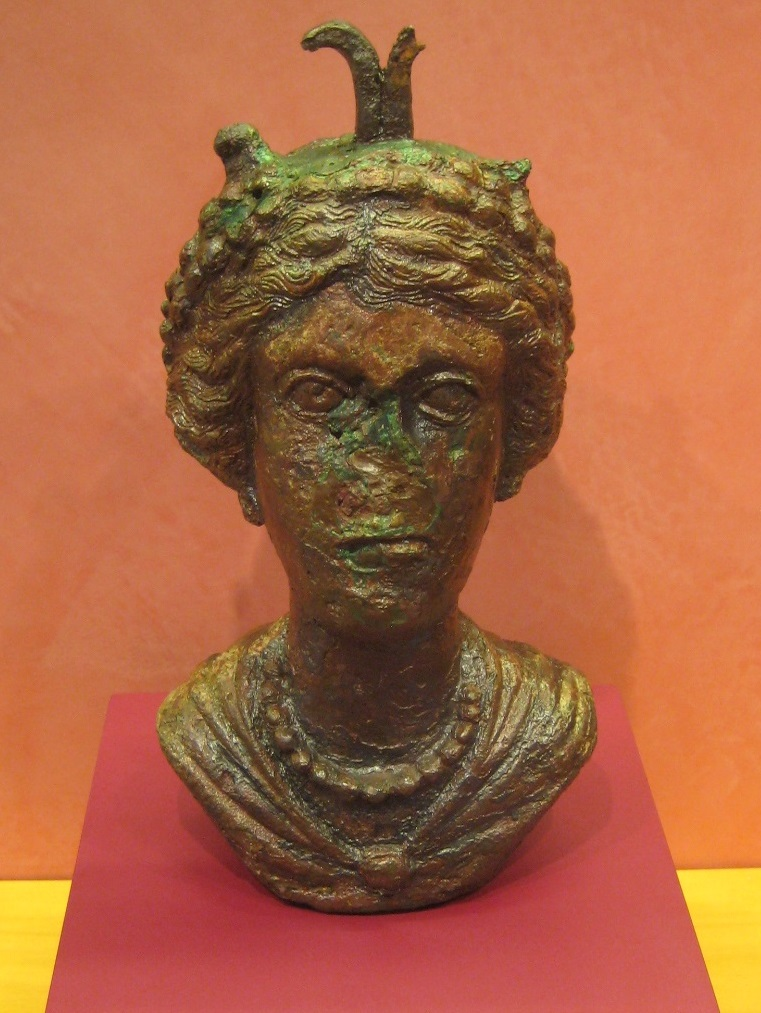 Head of an empress. Perhaps Fausta, wife of Constantine.