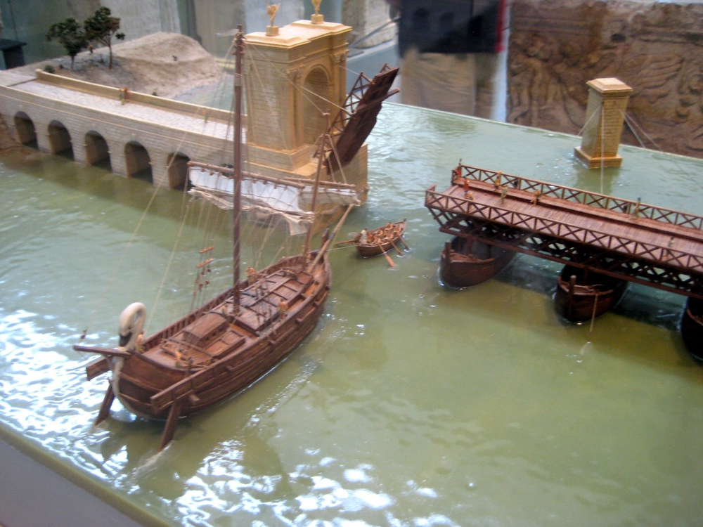 Model of the Roman bridge at Arles