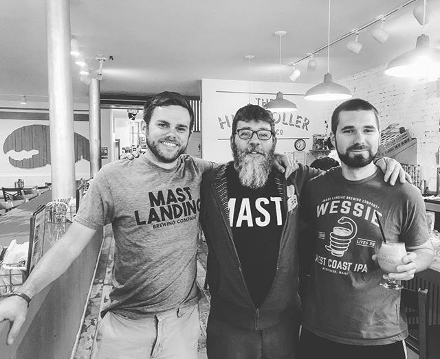 @bandedbrewingco and @mastlandingbrewing sipping on their collaboration Kiwi Drinking Kiwi @highrollerlobsterco tonight. Had a #207beerweek Battle of the Brewery Bands discussion....thinking of adding an original beer song challenge! #brewerybattleofthebands #moresinging #beerculture #planningahead #leedsmeetsportland #portlandmeetsleeds #brewbox #excited