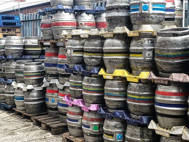 Over in Leeds, England picking out casks and kegs for @207beerweek via the @mainebrewers #mainebeerbox #craftbeer #internationalbeer #steveholt (@baxterluke 🤣)