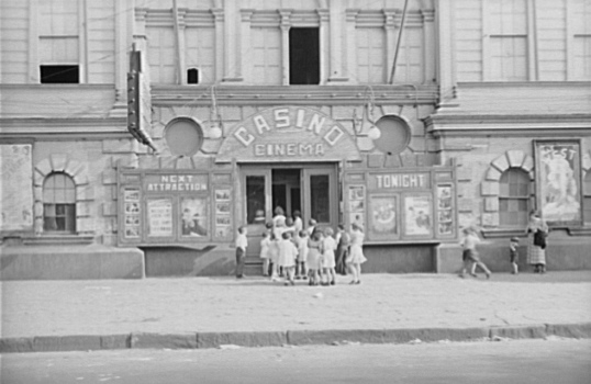 Children line up outside a cinema in New Orleans, 1935. Ben Shahn/Wikimedia Commons (public domain)