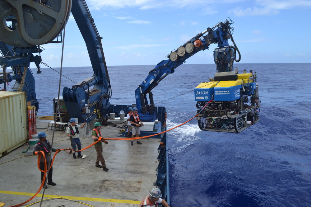 To retrieve samples from the bottom of the Atlantic, the team used a tethered submersible robot able to descend to a depth of over 6000 metres.  © Mitch Elend, University of Washington (used with permission).