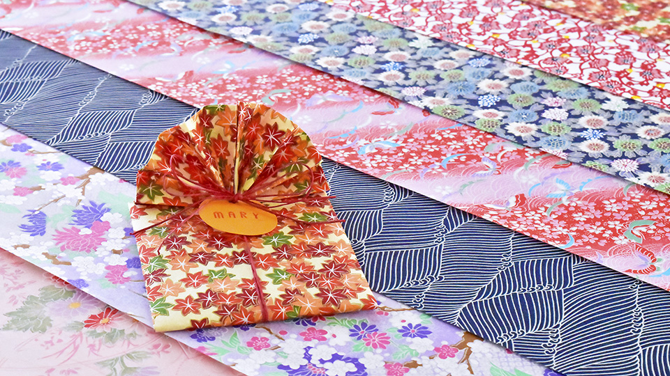 Yuzen Paper Gift Wrapping Course - Learn the art of gift wrapping with beautiful Japanese Yuzen papers! Yuzen's high paper quality, vivid colors and beautiful motifs are for sure to upgrade your gift giving! Yuzen Paper Kit is also available for the course.