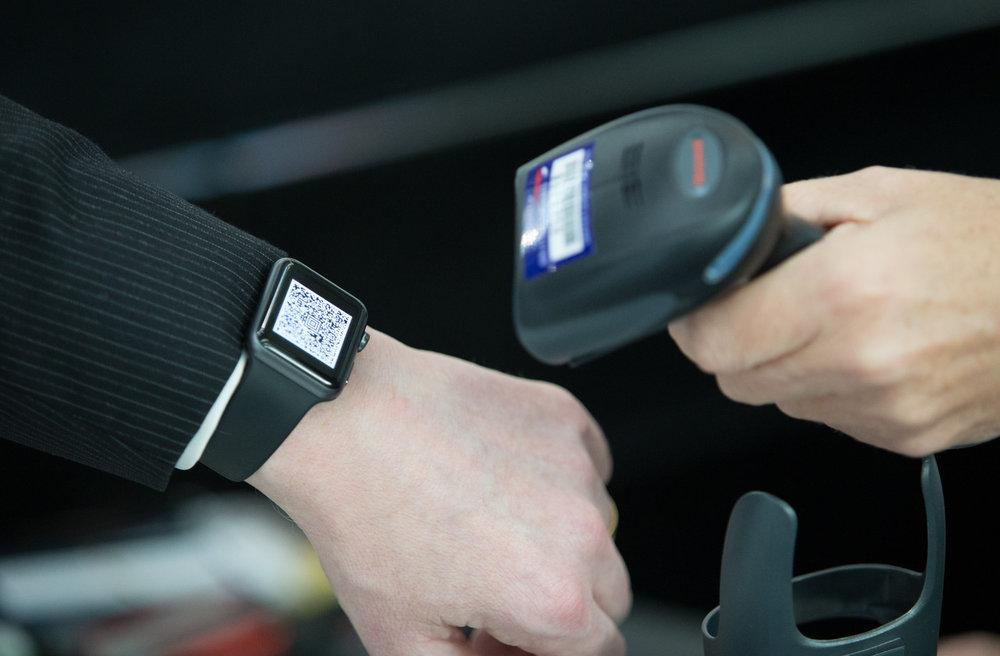 britishairways_apple-watch-scanner.jpg