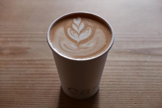 This Christmas, we visited the lovely Ashland, Oregon with our family. What's quite impressive is that Ashland has not one, but two wonderful specialty coffee roasters. First up on our visit was @case_coffee_roasters for a shot of their delightfully fruit Cascadia espresso and a short latte to go. Yum! #CaseCoffeeRoasters #Latte #Coffee