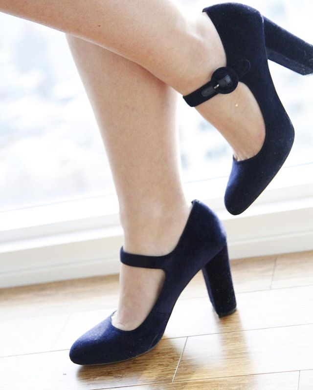 How perfect are these midnight blue velvet Mary Janes from @landsend ?! I am so terribly in love!