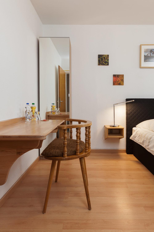 Doppelzimmer mit Balkon / Gemeinschaftsbad auf der Etage