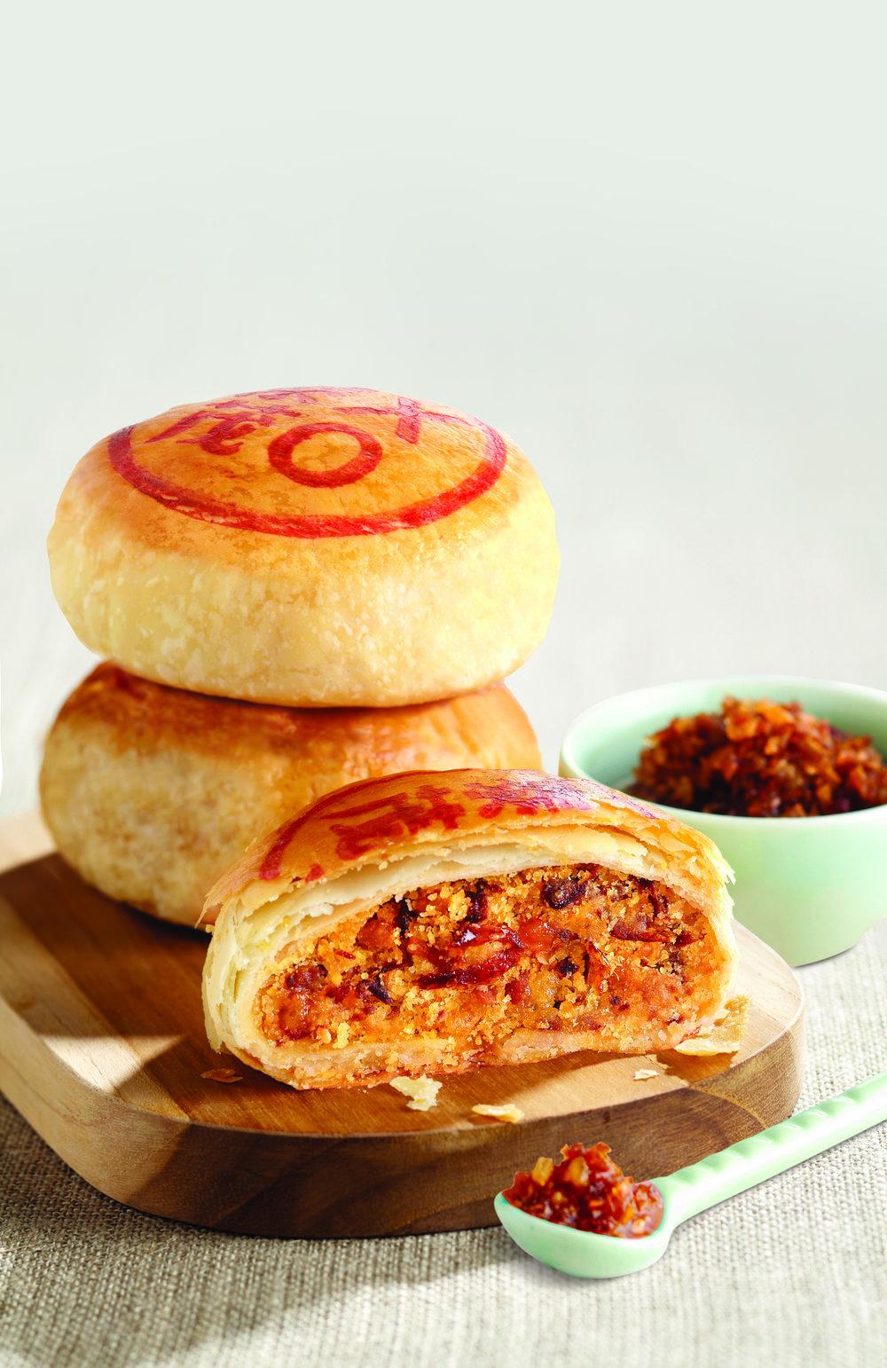 私房特制XO月饼 - 这款创新口味结合了人们熟悉的咸豆沙与XO酱,馅料饱满之中,香味满载。由糕饼师傅特别调制而成的XO酱,原材料采用了干贝、虾米、炸葱及辣椒。这丰富诱人并带有一丝微辣的口味,仅在中秋节期间售卖。经典四粒装 - $40.80