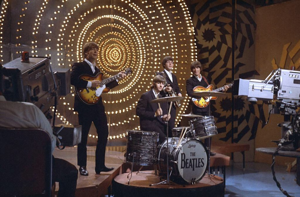 T he Beatles on Top of the Pops, June 16th, 1966.