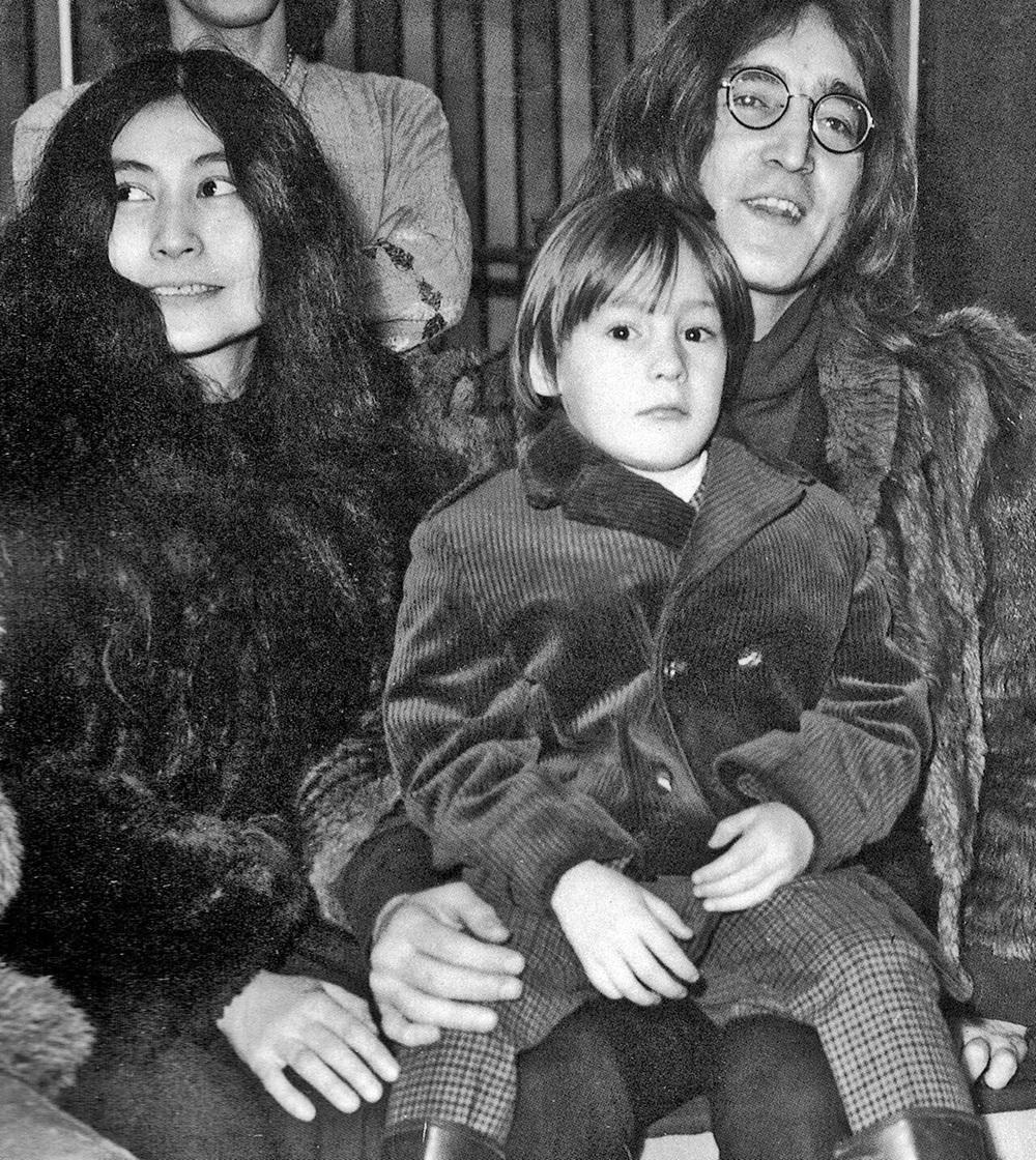 John Lennon, Yoko Ono and Julian Lennon, 1968.