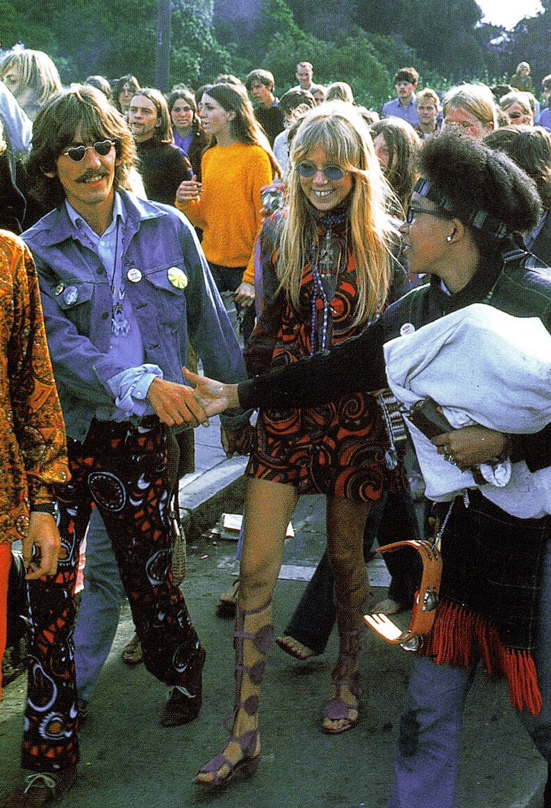 Pattie Boyd and George Harrison in Haight-Ashbury, San Francisco, August 1967.