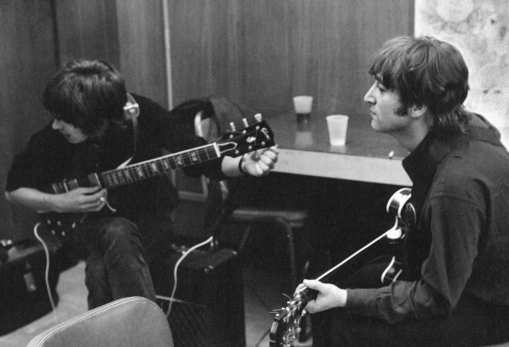 John Lennon and George Harrison tuning up in the US, 1966.