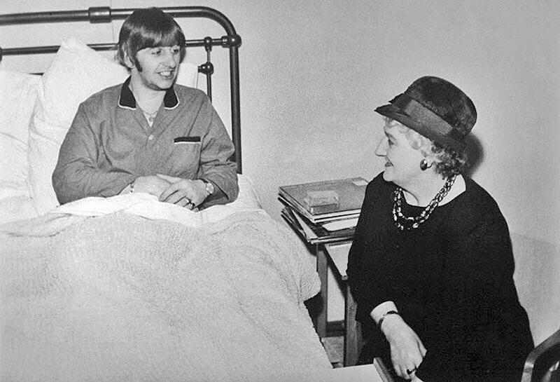 Ringo's mother Elsie Starkey visits her son at University College Hospital London, December 1964.