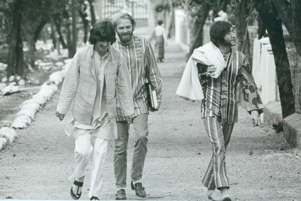 George Harrison, Mike love and John Lennon in India, 1968.