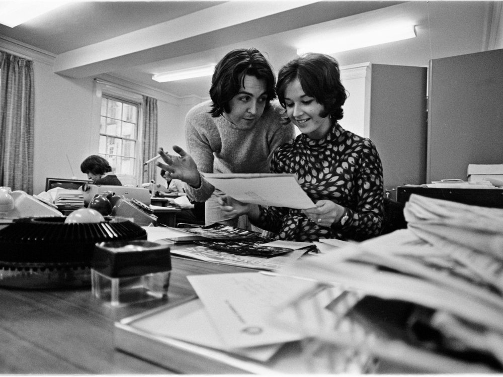 Paul McCartney with an employee of Apple Corps, 1969.