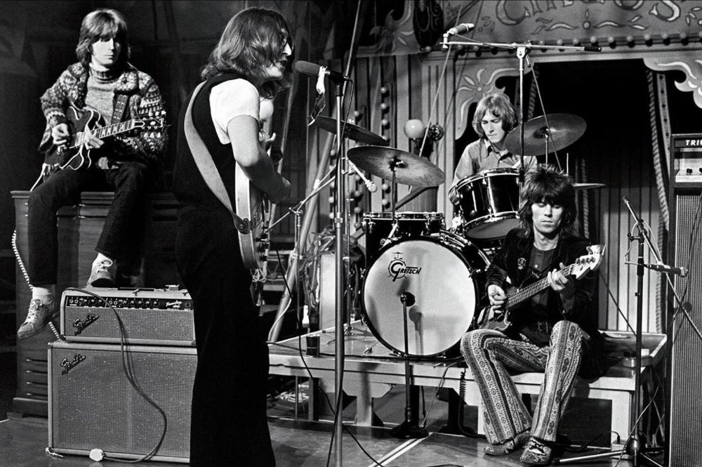 Eric Clapton, Mitch Mitchell; Keith Richards and John Lennon performing Yer Blues at the Rolling Stones' Rock and Roll Circus, December 11th 1968.