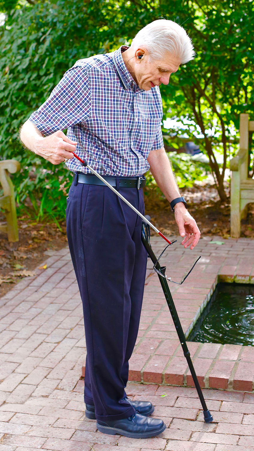 Don't risk losing your balance and falling. Use the Helping Hand Cane grabber and pick up your glasses, a book, a pen, and much more ...