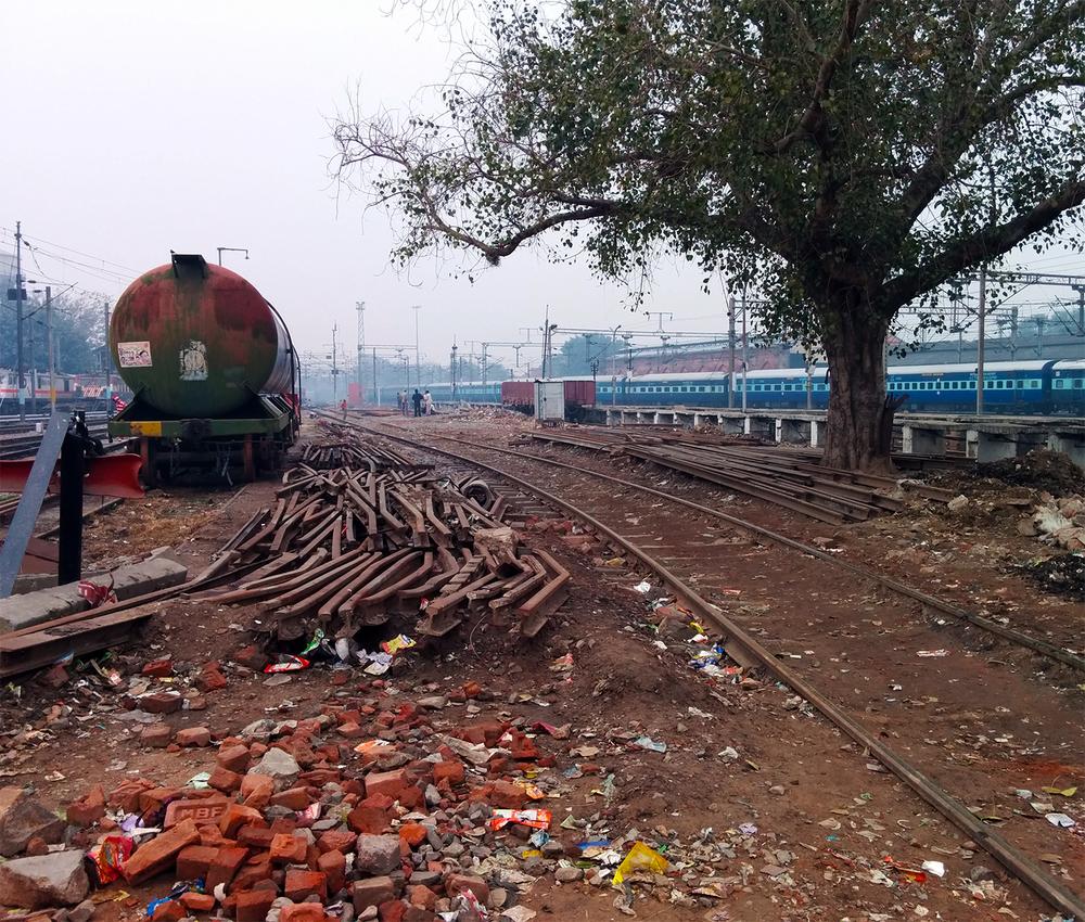 delhi_trainyard.jpg